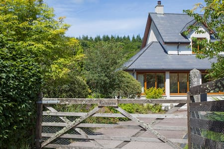 Perfectly situated retreat with stunning gardens - Lochgilphead - House