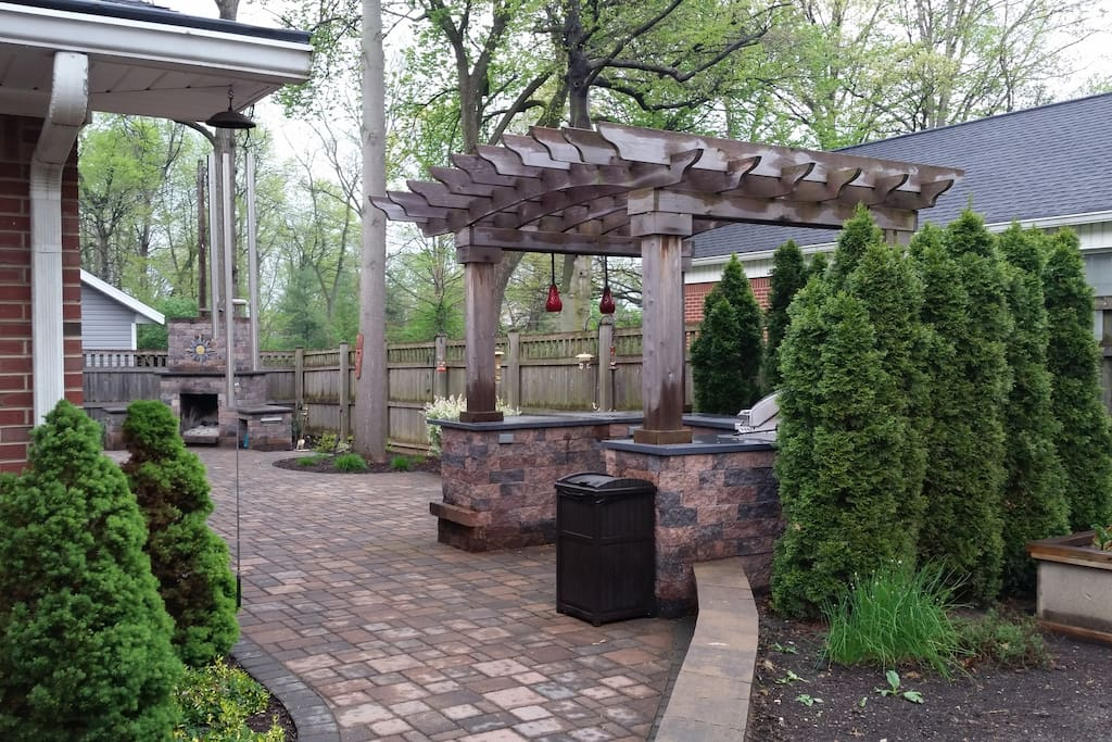 Outdoor patio/grill area