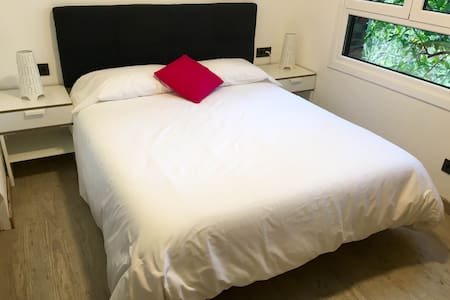 ¡Double bed room free wifi +parking! Nº1 - San Sebastián - Villa