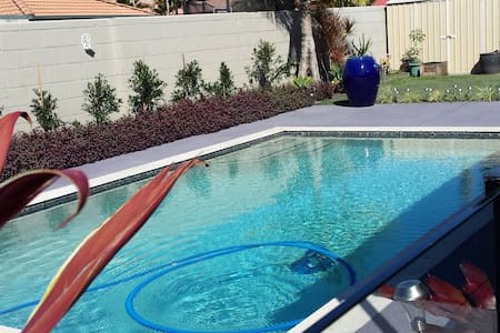Luxury Living close to Theme Parks - Helensvale - Bed & Breakfast