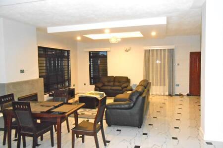 Raha Villa, Kerarapon Drive - Ház
