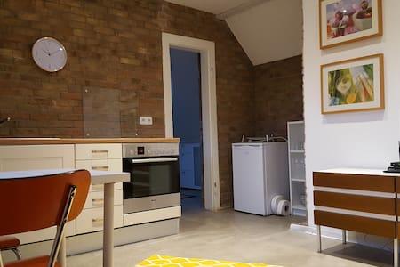 Traumhafte möblierte DG-Wohnung (Nähe Aachen) - Lakás