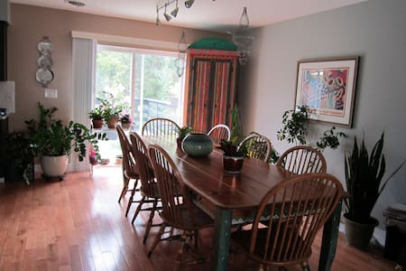 Lovely Bed and Breakfast - State College - Bed & Breakfast