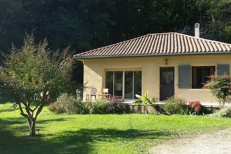 Maison avec jardin au calme. Very quiet House - Haus