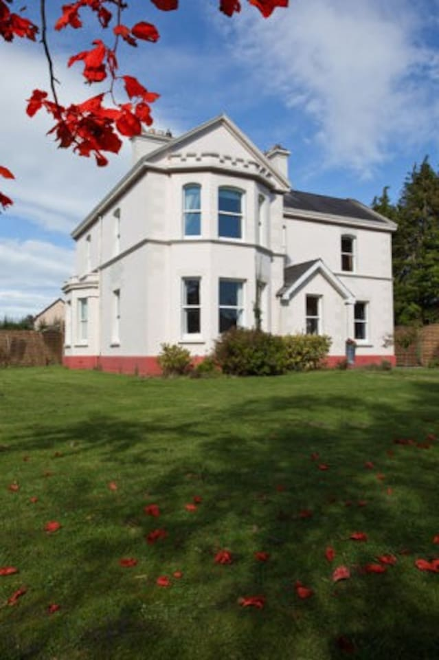 Period Home. Banba House in own private grounds...you will love it here. .