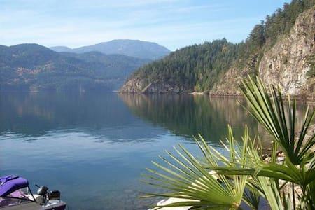Elfinlau Paradise waterfront Cabins - Harrison Hot Springs