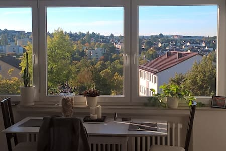 Guest room with beautiful view near Daimler - Leilighet