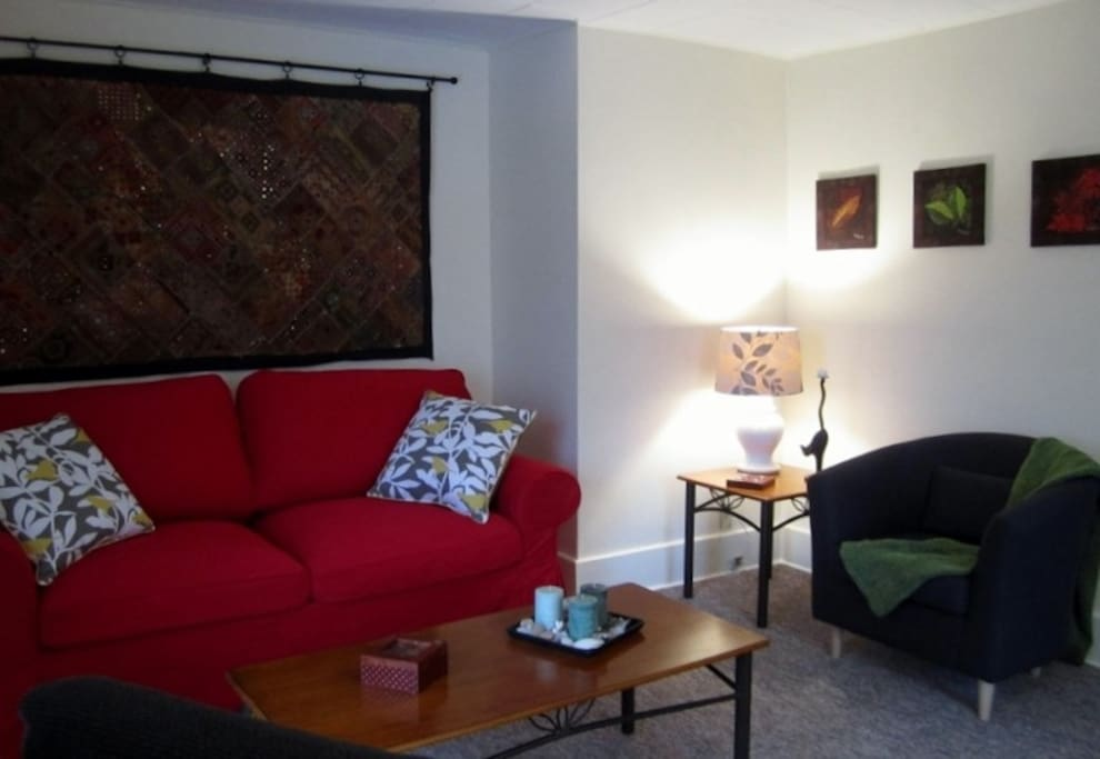 Bright, cozy, private, 1BR suite