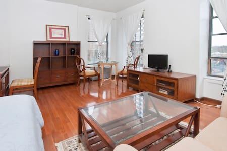 One Bedroom Townhouse Apartment - Apartmen