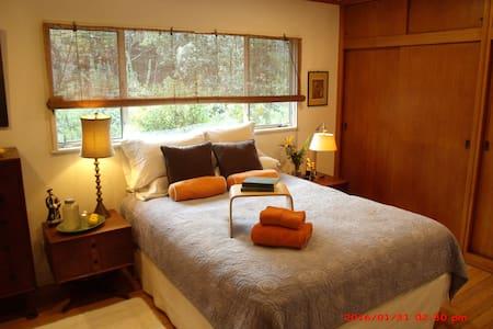 Rustic MidCentury Modern & Inviting - Rancho Palos Verdes - House
