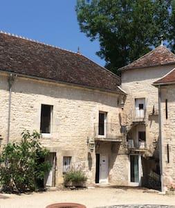 Chambre voutée du chateau - House
