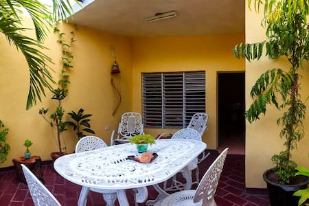 Private aprtmnt with 2 balconies! English spoken. - Condominio