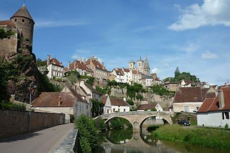Burgondy Medieval city Studio 3*** - Hus