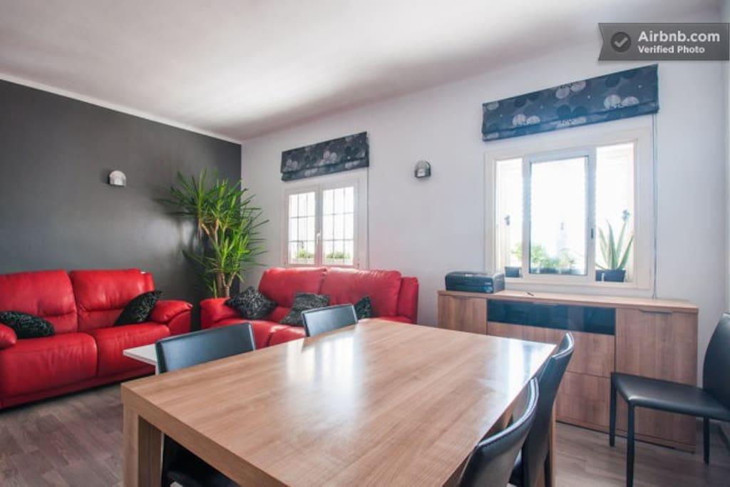 The living room an the dining room | Le salon et la salle à manger  | El salón y el comedor