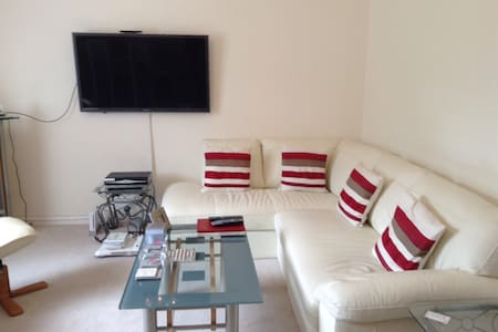 Private Room in South Queensferry near airport - Apartment