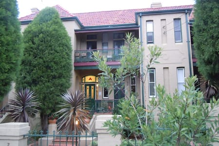 Sunny Victorian terrace nr city,uni - Apartment