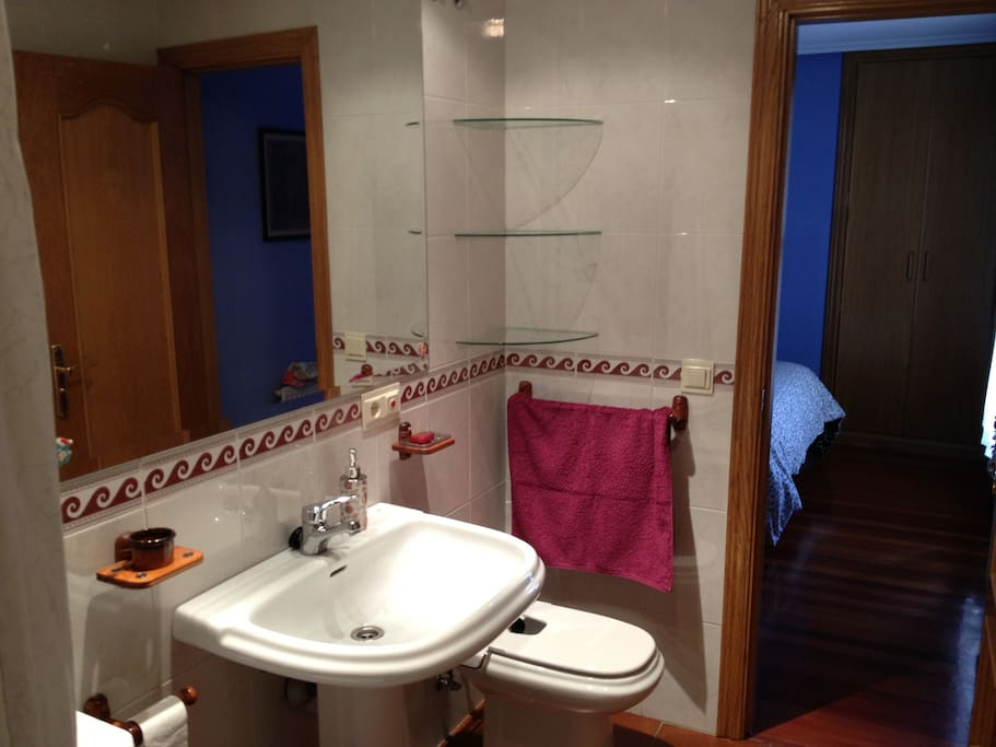 Baño completo (Habitación de matrimonio)