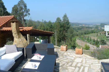 Villa with beautiful view & pool - Huvila