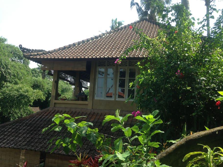 Floor Damai ; Balcony plus underneath the Roof of the outside covered Large Veranda of Floor Satiga Floor Floor