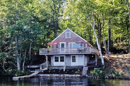 2BR E. Wakefield Waterfront Cottage - Maison