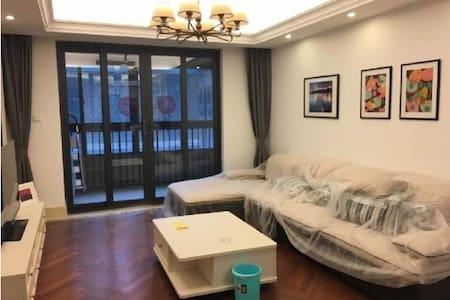 中南路高档住宅/双地铁/温馨漂亮 - Wuhan - Apartamento