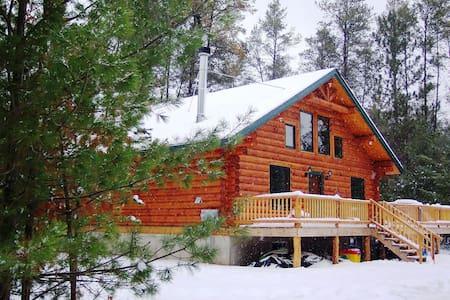 Unique Handmade Log Cabin Sleeps 11 - Merrillan