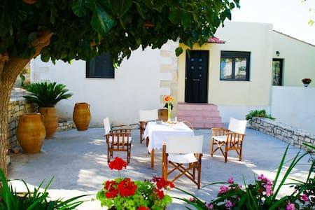 ANNA'S  HOME - Plevriana - House