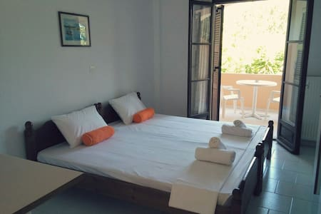 Fully equipped 2 person apartment 2 - Acharavi - Apartment