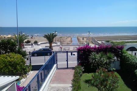 Large villa with garden by the sea - Villa