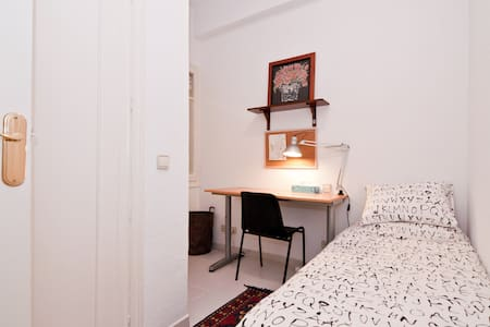 Single bed. Priv.bath. next to IE Business School - Madrid - Appartamento