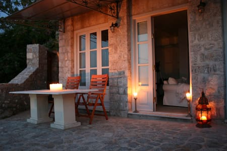 Magnificent seaview stone house/apt - Haus
