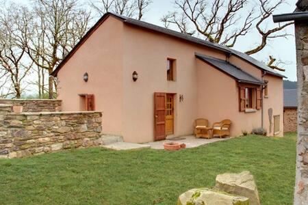 Pretty gite in rural setting - House
