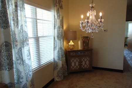 Fully Furnished Apartment 2b/2baths - Apartment