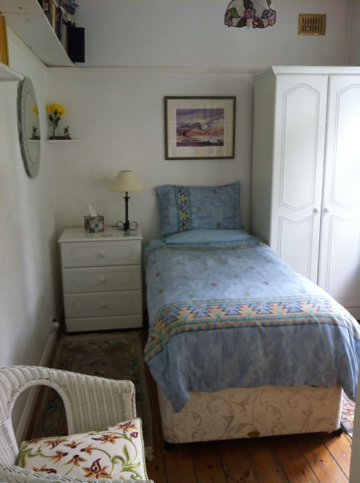 Cosy Single Bedroom Overlooking My Back Garden