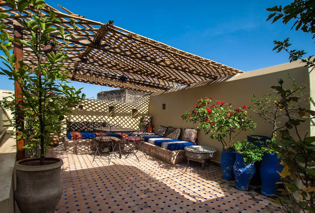 Stunning private dar in fez medina houses for rent in for Airbnb fez