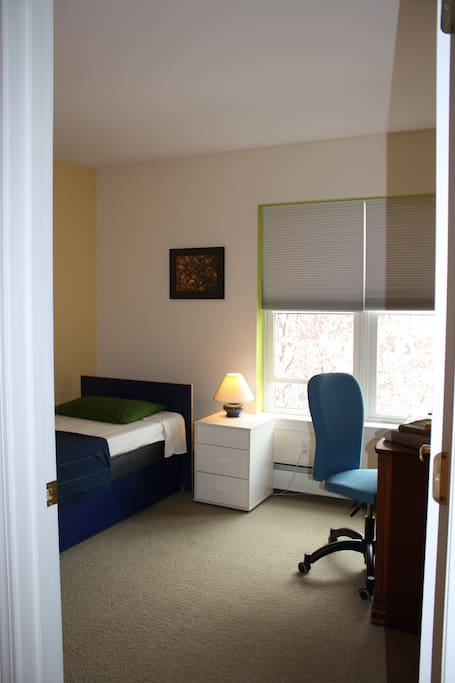 single bed, complete desk to work or relax
