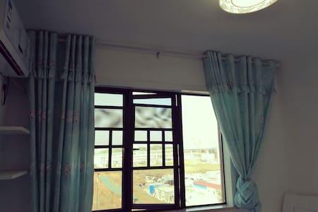 宽敞明亮的大床房,干净温馨舒适 - Changsha Shi
