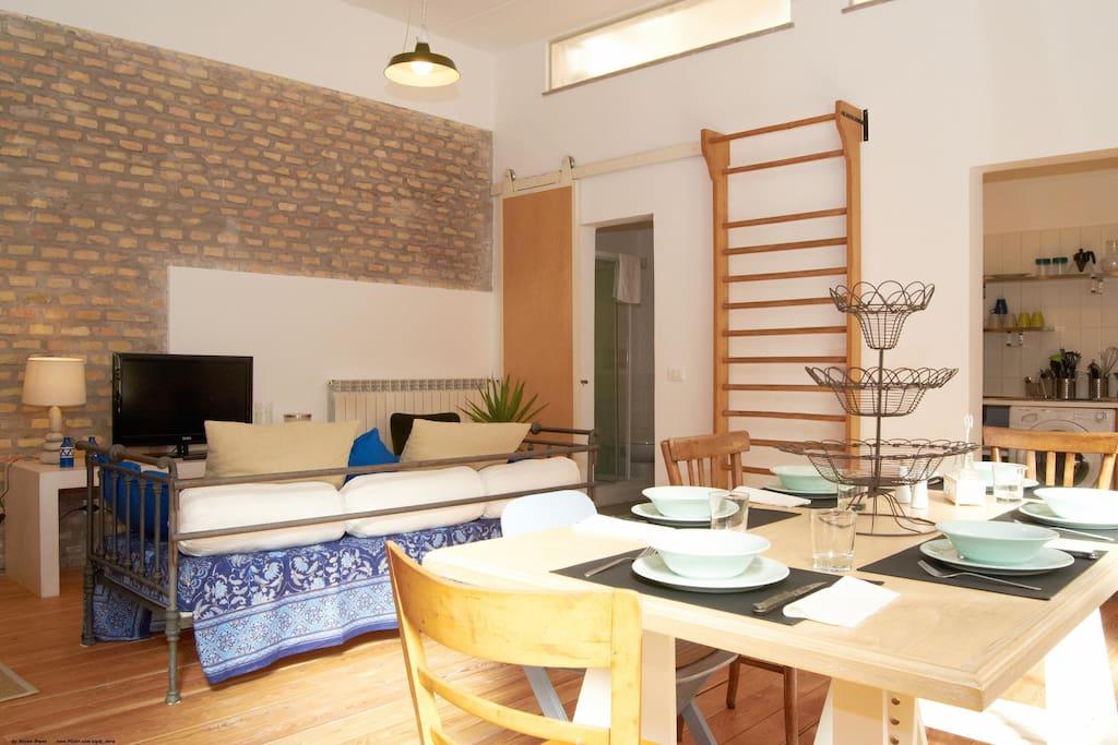 Vatican loft-courtyard- for family