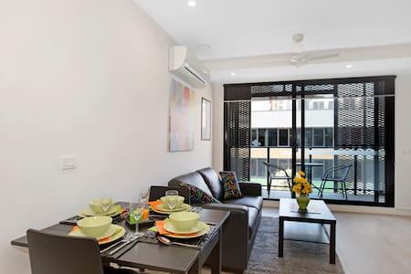 304 Dana's Luxury Accommodation - Saint Kilda - Apartment