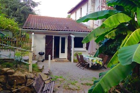 Petite maison à Itxassou - Itxassou - House
