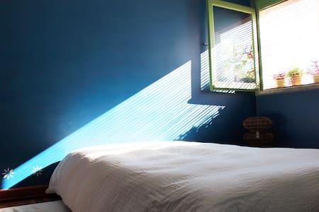 LISBON - BEDROOM + BREAKFAST