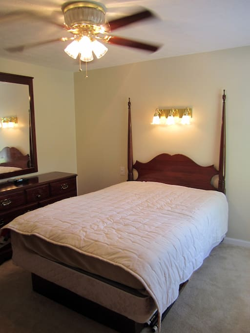 Here is the full size bedroom, very roomy.