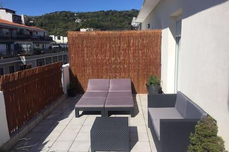 Apartamento con terraza a un paso de la playa. - San Sebastián - Appartement