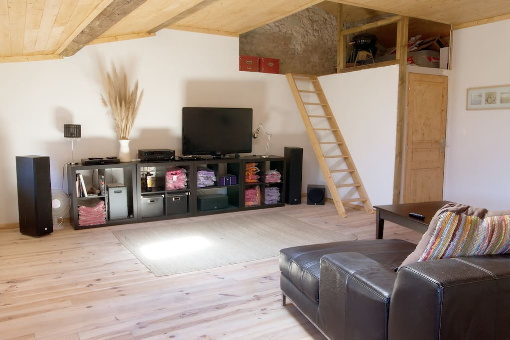 The salon of the Rooftop, nearly 40 sqm of living space and 2 additional single beds