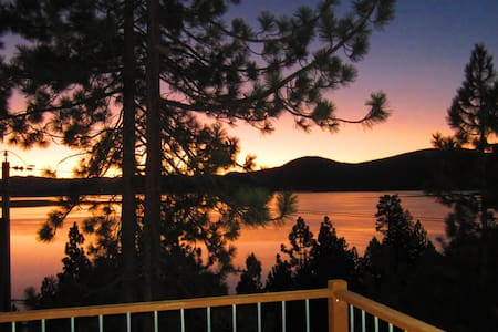Wake up to the most beautiful views of Lake Tahoe. Amazing bedroom, floor to ceiling glass windows, 270 degree view of the Lake Tahoe. Extremely clean, well kept home. WALK TO THE THE LAKE (Speed boat) Walking distance to famous Crystal Bay and  Kings Beach