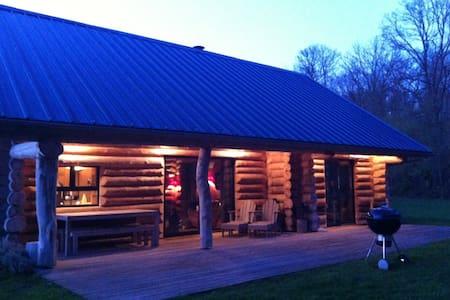 Maison bois en lisière de forêt   - Beaumont-le-Roger - Hus