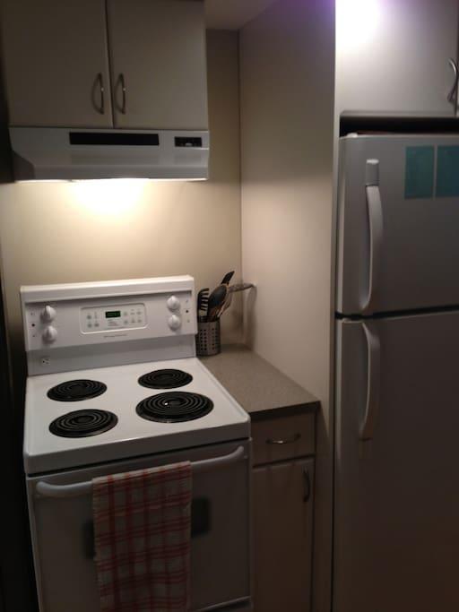 Fridge, freezer, stove & oven, microwave and diswacher