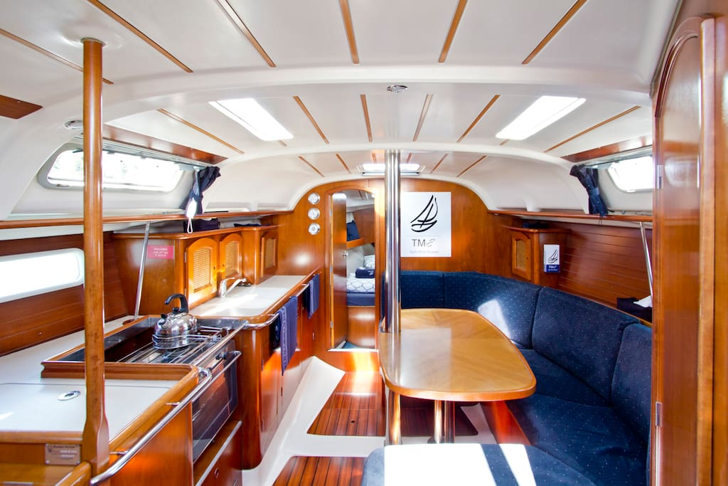 STYLISH SALOON WITH FULL GALLEY