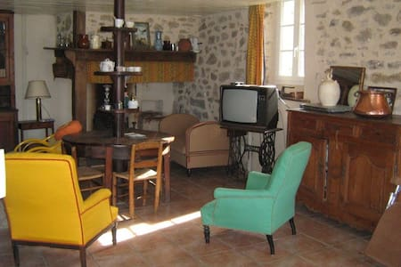 LOt in village house near Figeac - Felzins - Flat