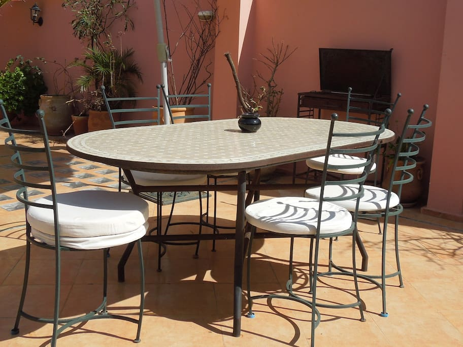Terrace´s Dinning table BBQ facilities